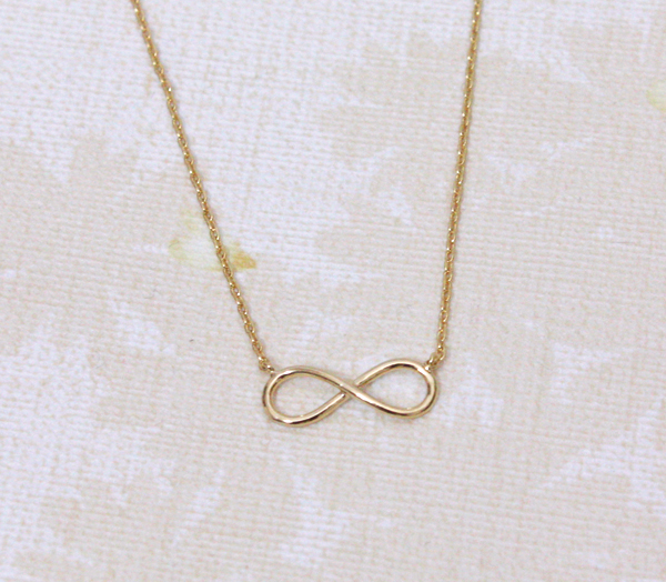 Infinity necklace in gold, everyday jewelry, delicate minimal jewelry